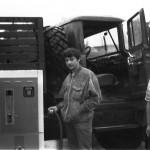 1989 год. автошкола ДОСААФ. Учусь пользоваться бензоколонкой :) Учебный ЗИЛ-131, справа - инструктор Коля.