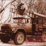 Телескопические вышки «ВТ-23» на шасси ЗИП-131А широко использовались при ремонте городских электросетей. Фото автора