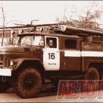 Пожарный автомобиль - цистерна «АЦ-40 (131)» модели 137 Торжокского завода противопожарного оборудования предназначался дпя тушения огня водой или воздушно-механической пеной. Фото автора